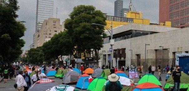 AMLO garantiza seguridad de manifestantes opositores