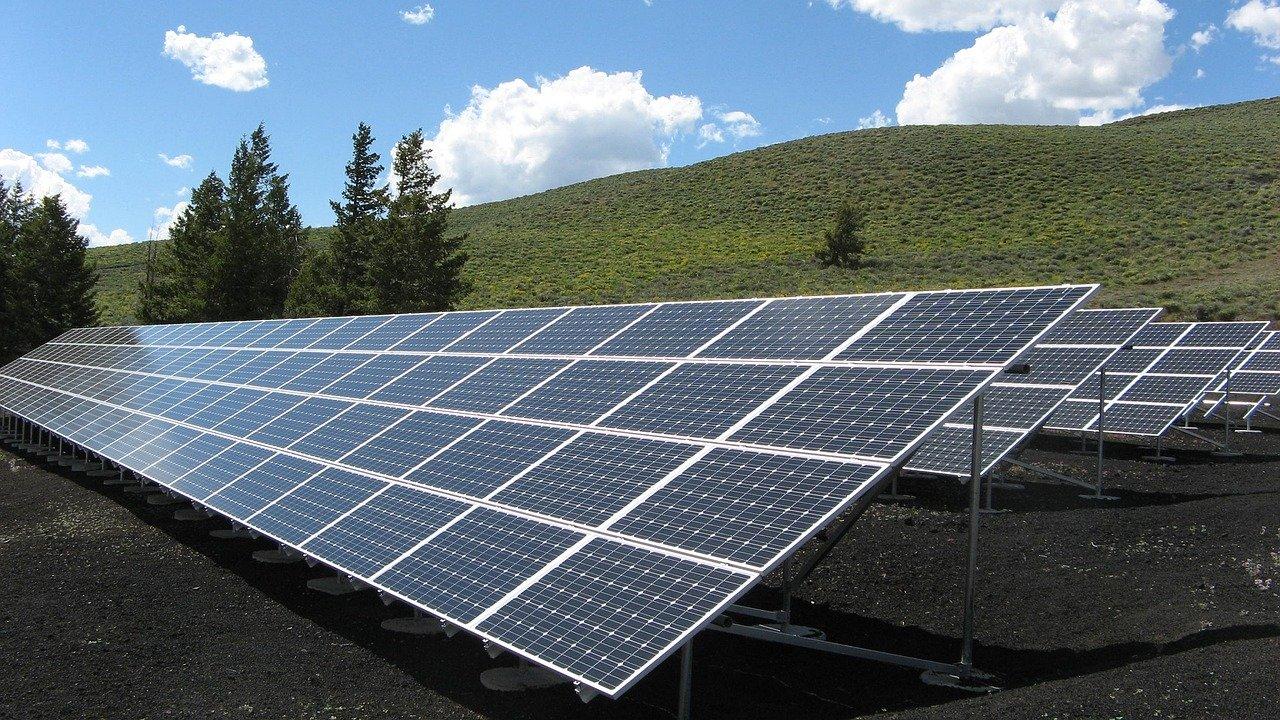 Rengen anuncia construcción de parques solares en México