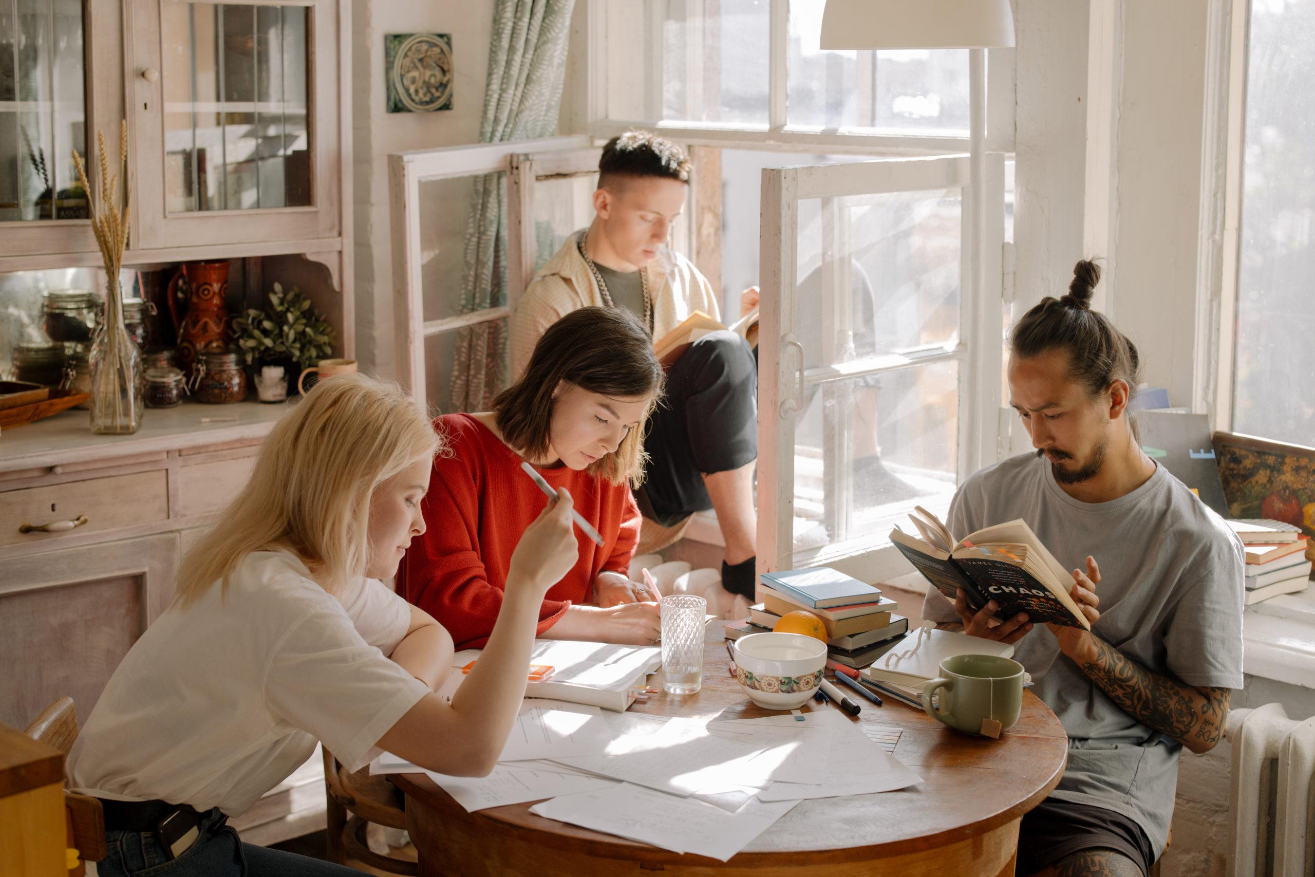 6 consejos para vivir con roomies y reducir gastos