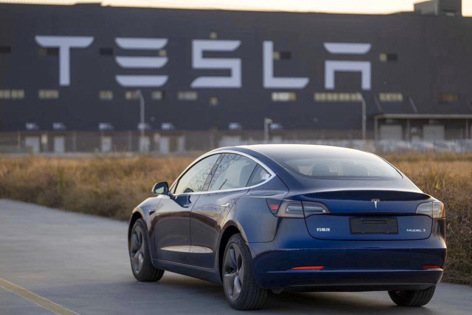 Tesla registra récord de entregas, 139 mil 300 en 3T