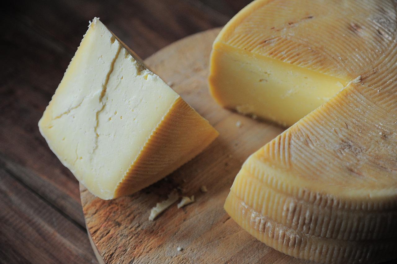 Marcas de queso responden ante suspensión de productos