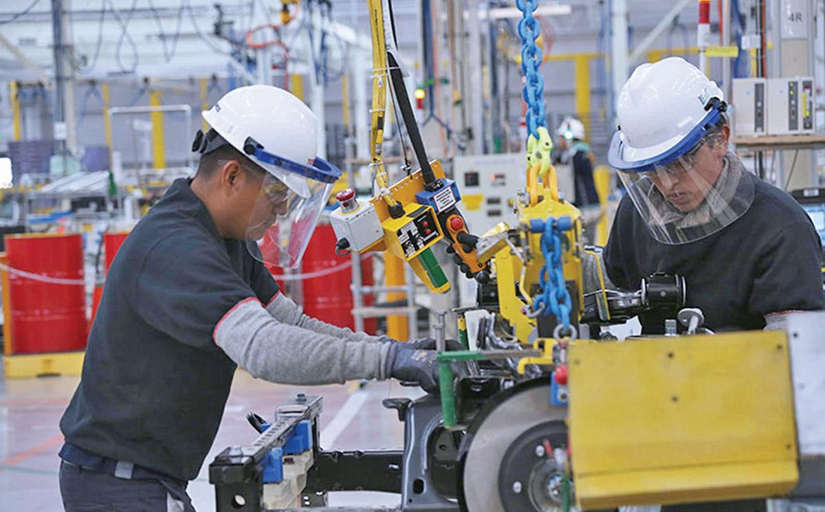 Personal ocupado en sector manufacturero crece ligeramente