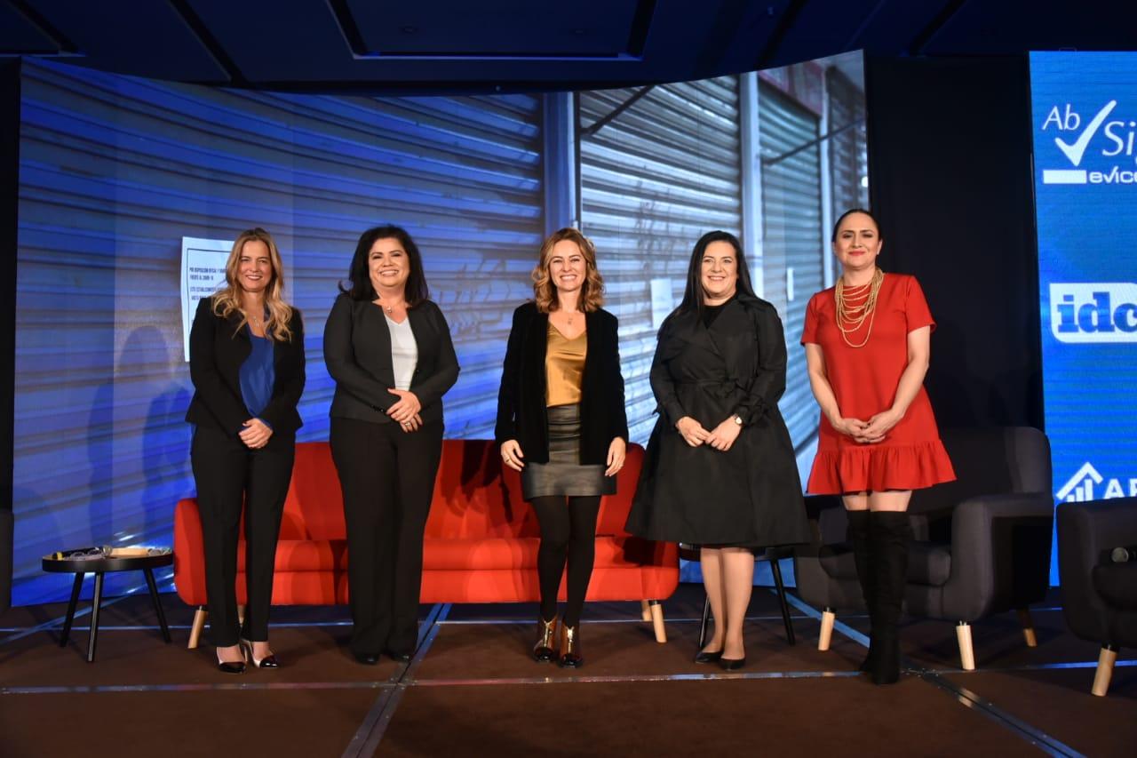 Poder femenino presente en la Cumbre 1000