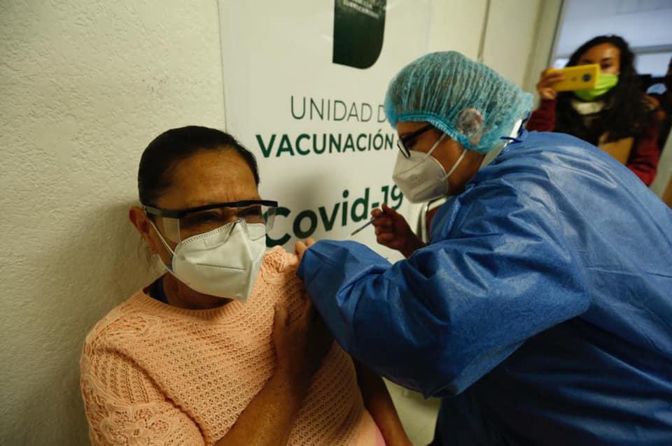 Vacunación contra COVID-19 en personas de 40 a 49 años inicia en junio