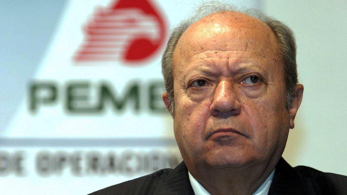 Romero Deschamps deja de ser trabajador de Pemex: AMLO