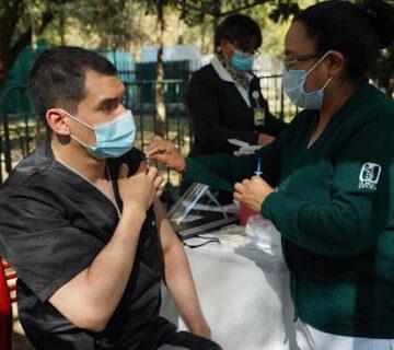 Médicos militares acelerarán aplicación de vacunas en México