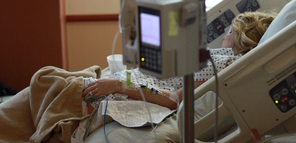 Especialistas buscan reducir mortalidad por COVID-19