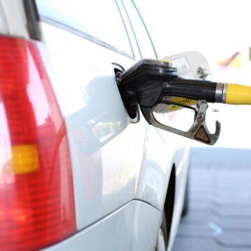 Hacienda eleva subsidio a gasolinas y diésel