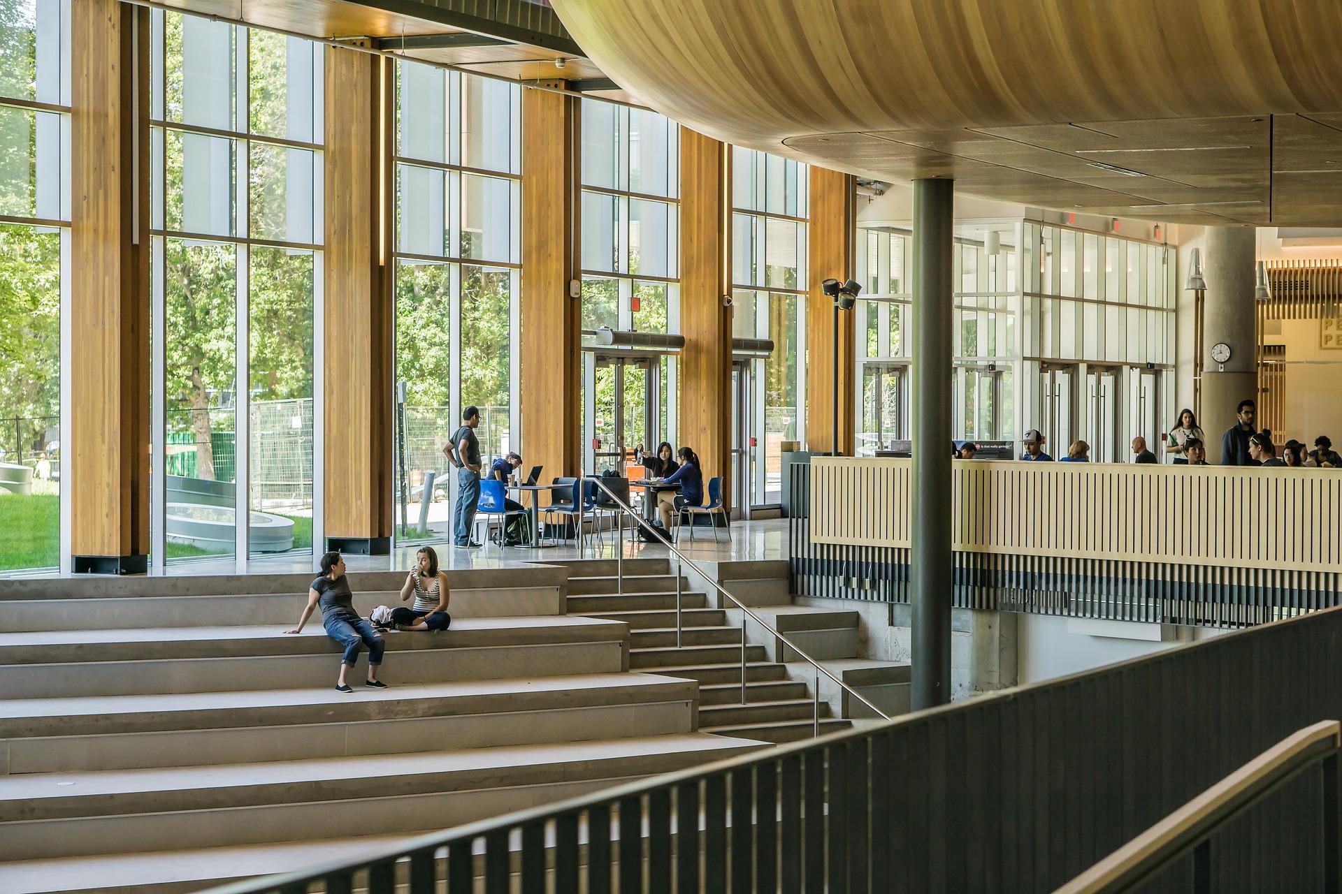 Universidades podrán retomar clases presenciales en mayo