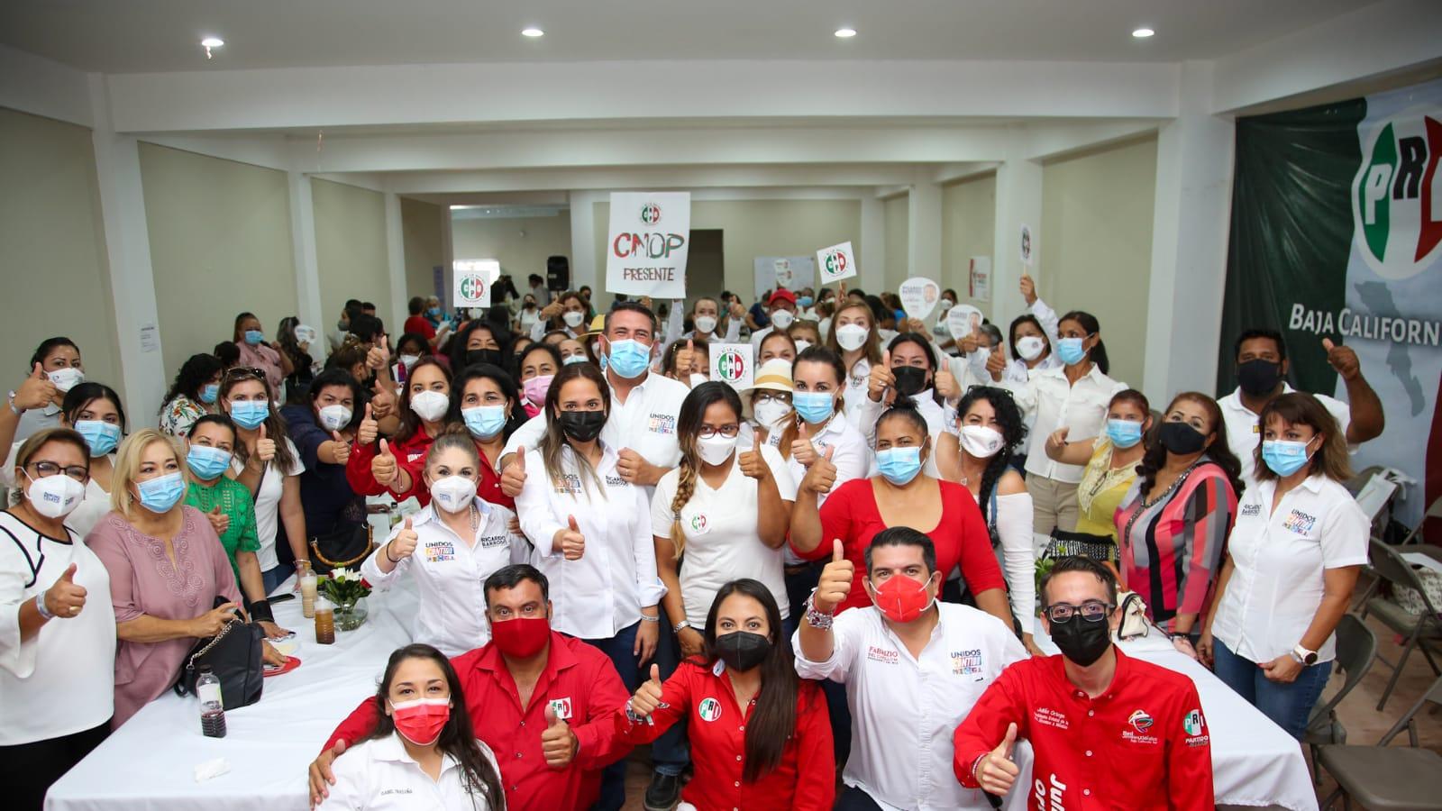 Ricardo Barroso refrenda compromiso con mujeres de La Paz