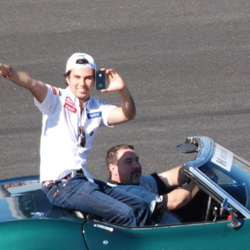 Checo Pérez le gana la carrera a Pemex